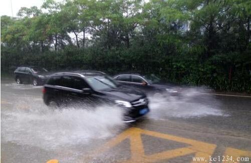 暴雨天气如何安全行车?