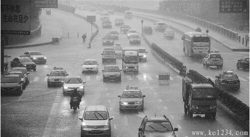 雨天安全行车注意事项 克服湿地驾驶恐惧