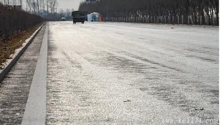 一定要看 冰雪路面新手安全驾驶技巧