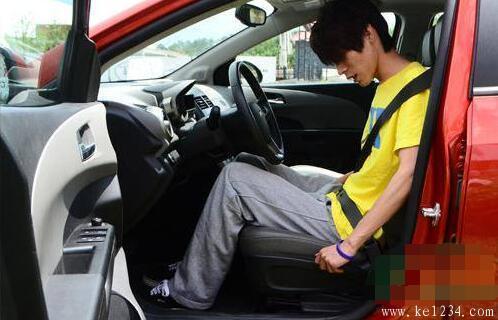 如何调整汽车驾驶座椅?科二科三操作关键!