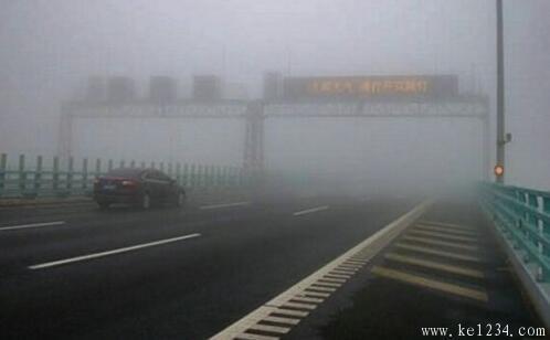 如何才能在雾天安全行驶?遇到团雾开车怎么办?