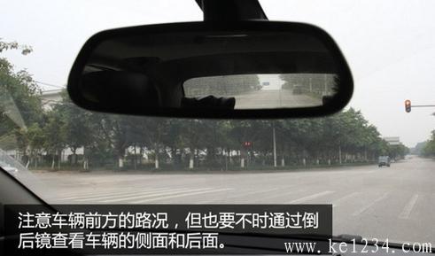新手如何安全避让行人和非机动车